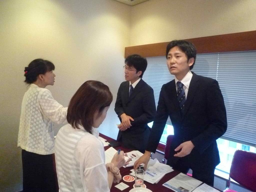 取材を受ける勝田将裕先生と宮澤基樹先生